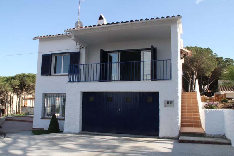 Casas pals chalet con piscina privada en pals for Alquiler casas con piscina privada cerca dela playa