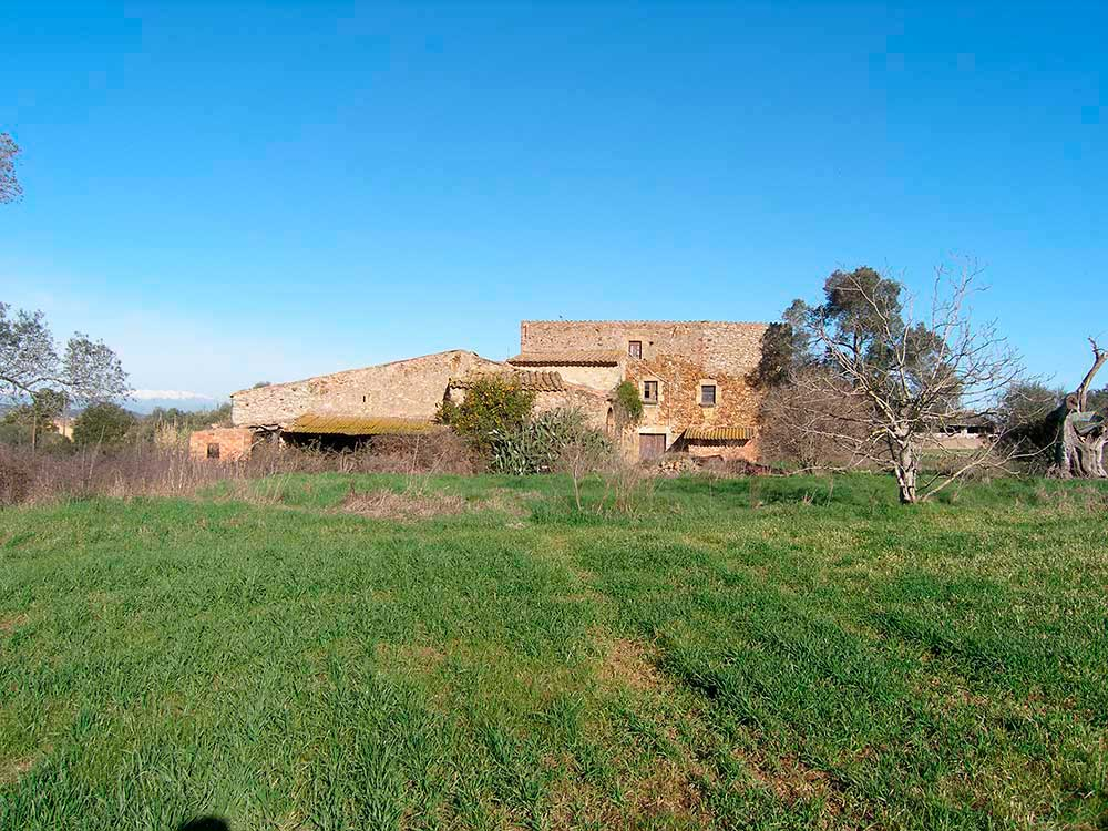 Farm to restore with large ground in Pals (Costa Brava)