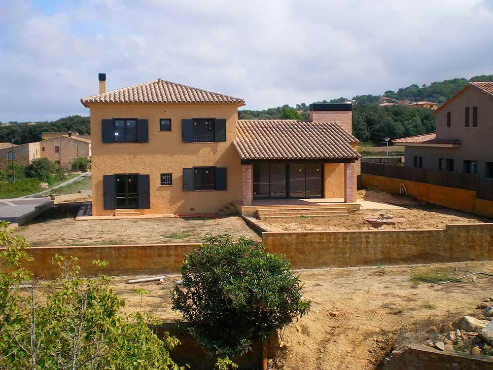 New villa with a large garden in Pals (Costa Brava)