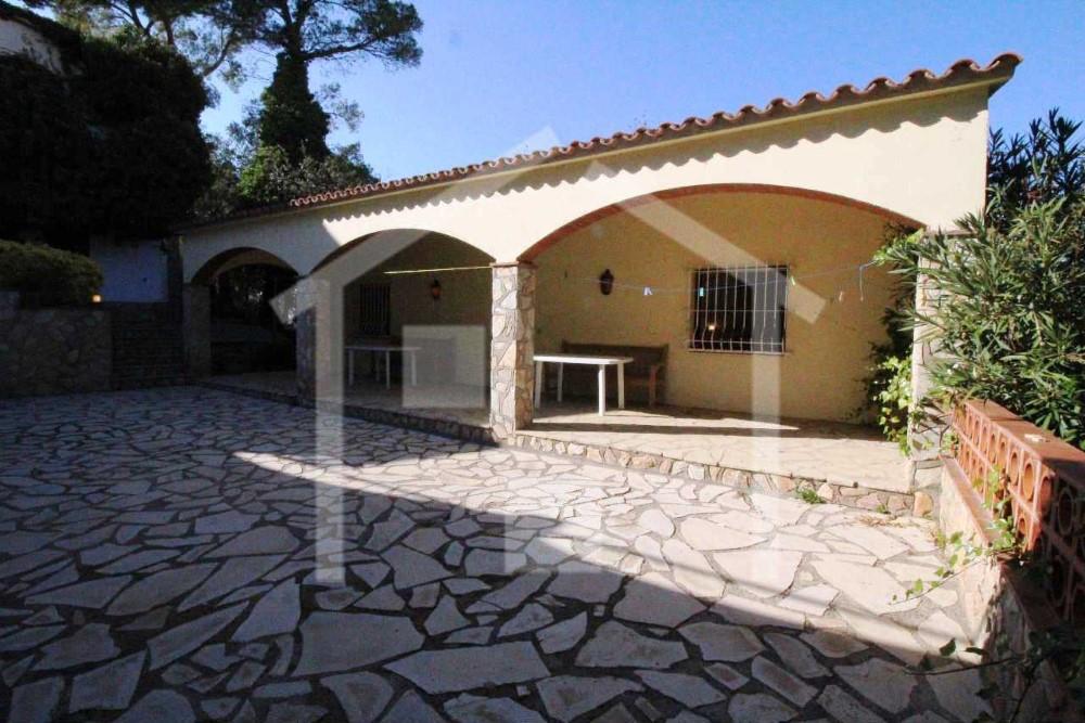 Casas pals chalet con piscina privada en pals for Casa vacacional con piscina privada