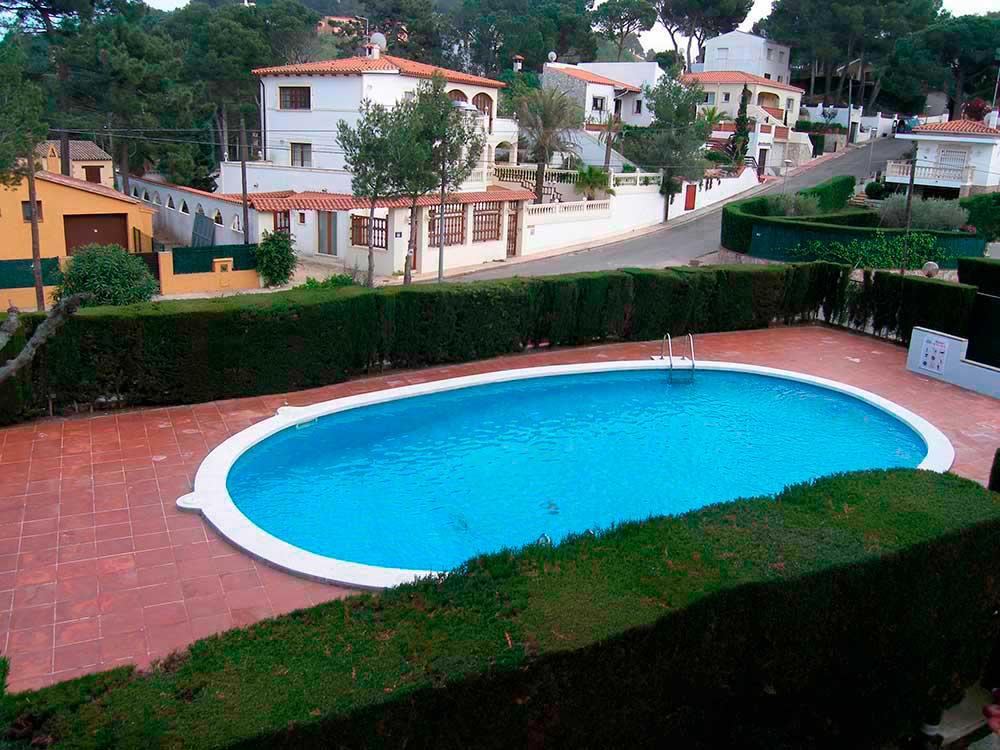 Casas pals apartamento con piscina en pals for Piscinas costa brava