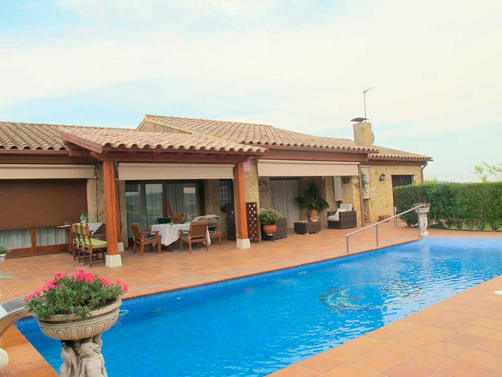 Villa with private swimming pool and guest apartment in the village of Pals (Costa Brava)