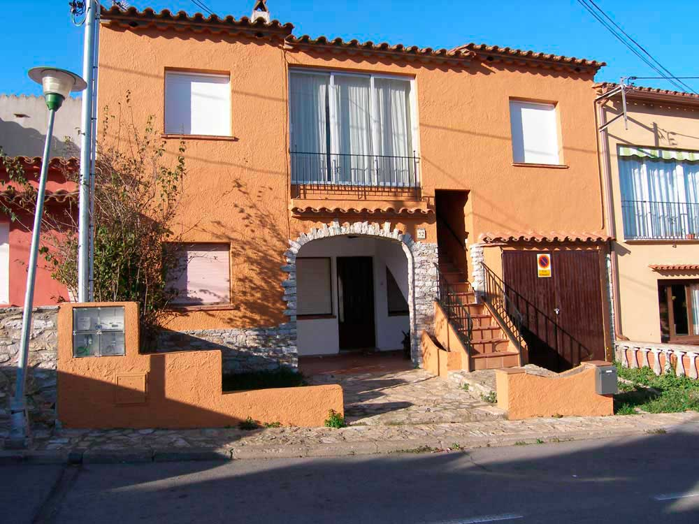 Ground floor - apartment near to the center of the village of Begur (Costa Brava)