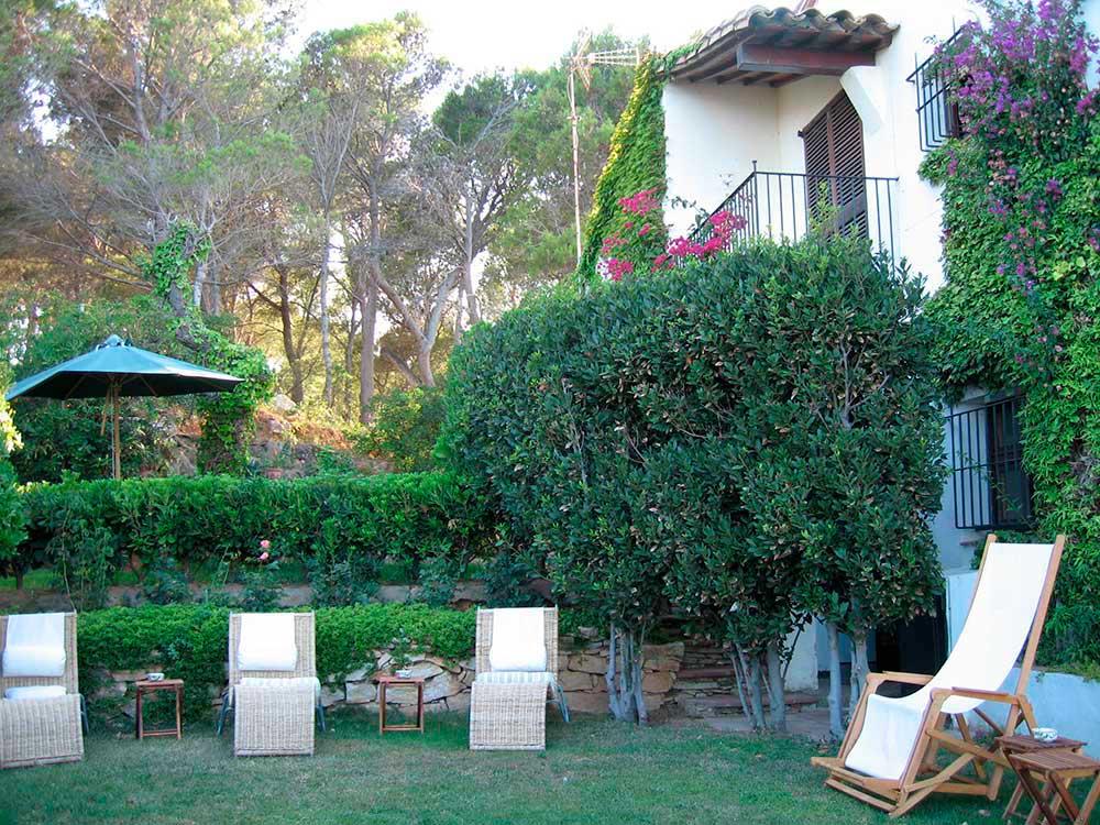 Casas pals villa en primera linea de mar en begur for Jardin villa austral punta arenas